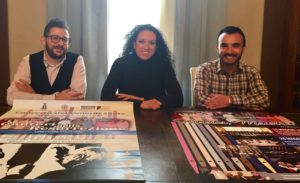 Foto di Samuele Schirra: direttore del Coro Fabio Fresi, Assessora alla Cultura Alessandra Vetrano, presidente del Coro Paolo Gaspa