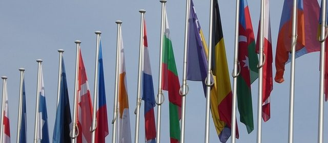 eu-712739_640-bandiere
